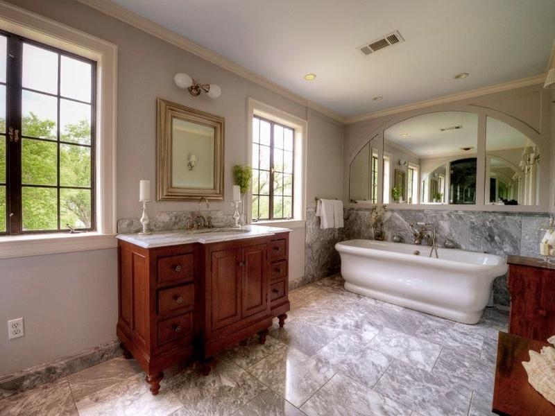 Slideshow former governor 39 s mansion on sale for 2 3 for Waterworks copper tub