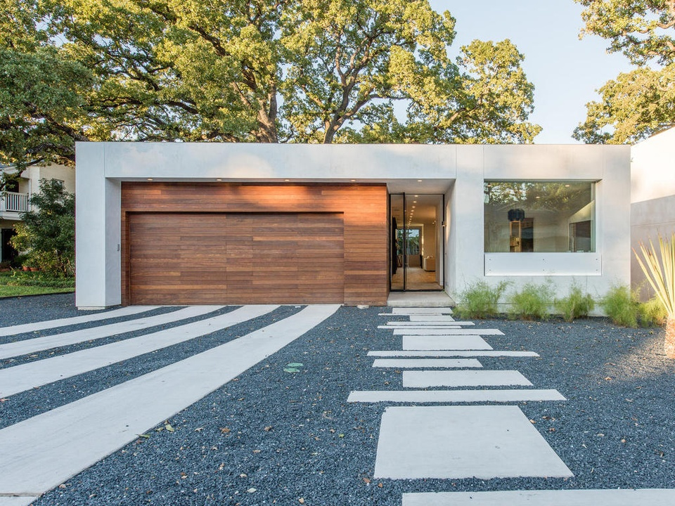 2016 Austin Modern Home Tour house 2708 Townes Lane Bercy Chen Studio front. Step inside 6 magnificent Austin spaces from the Modern Home Tour