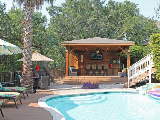 San Antonio backyard raises the bar on outdoor fun ...