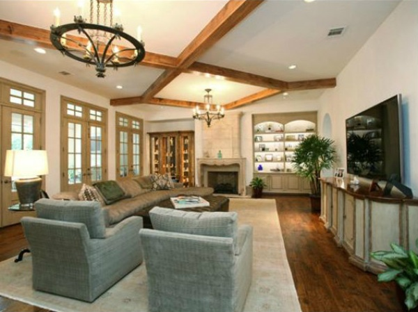 Troy aikman puts one of his highland park mansions on the market