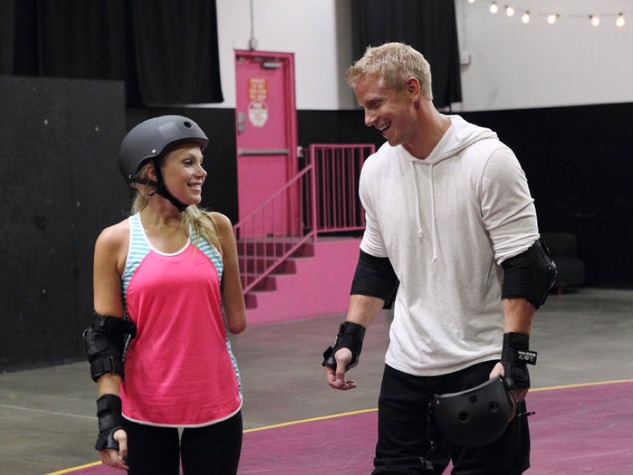 Bachelor Sean Lowe and Sarah rollerblading