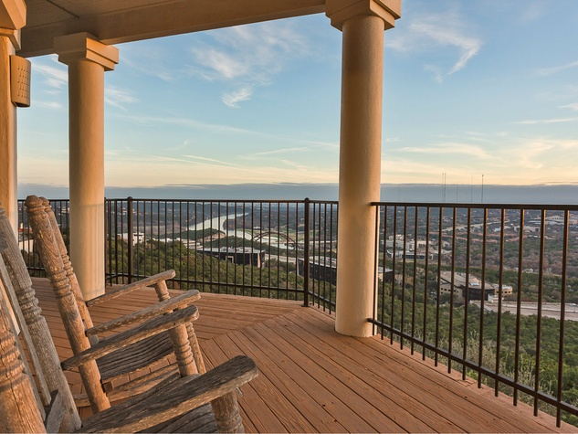 6603 Courtyard Austin house for sale, balcony