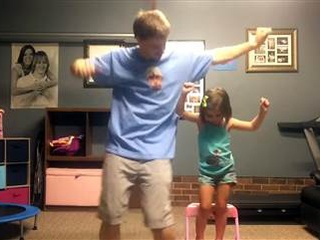 Dad and daughter dance to Shake It Off