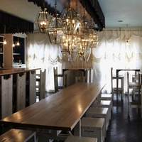 Tastemaker restaurant Lenoir interior light and airy wooden table