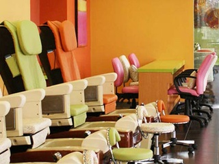 Polished nail salon in Plano