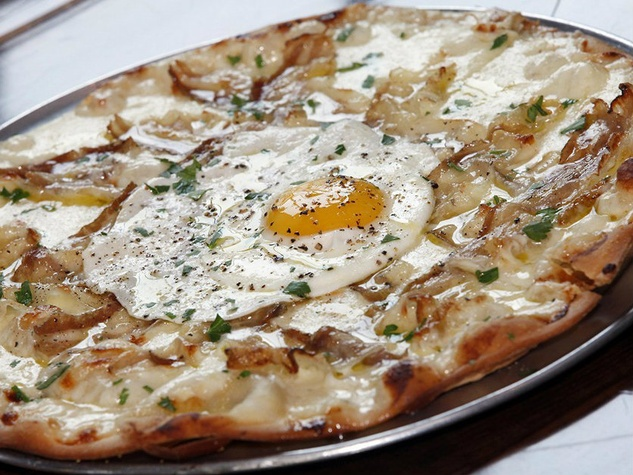 Brunch pizza at Vicini restaurant in Frisco