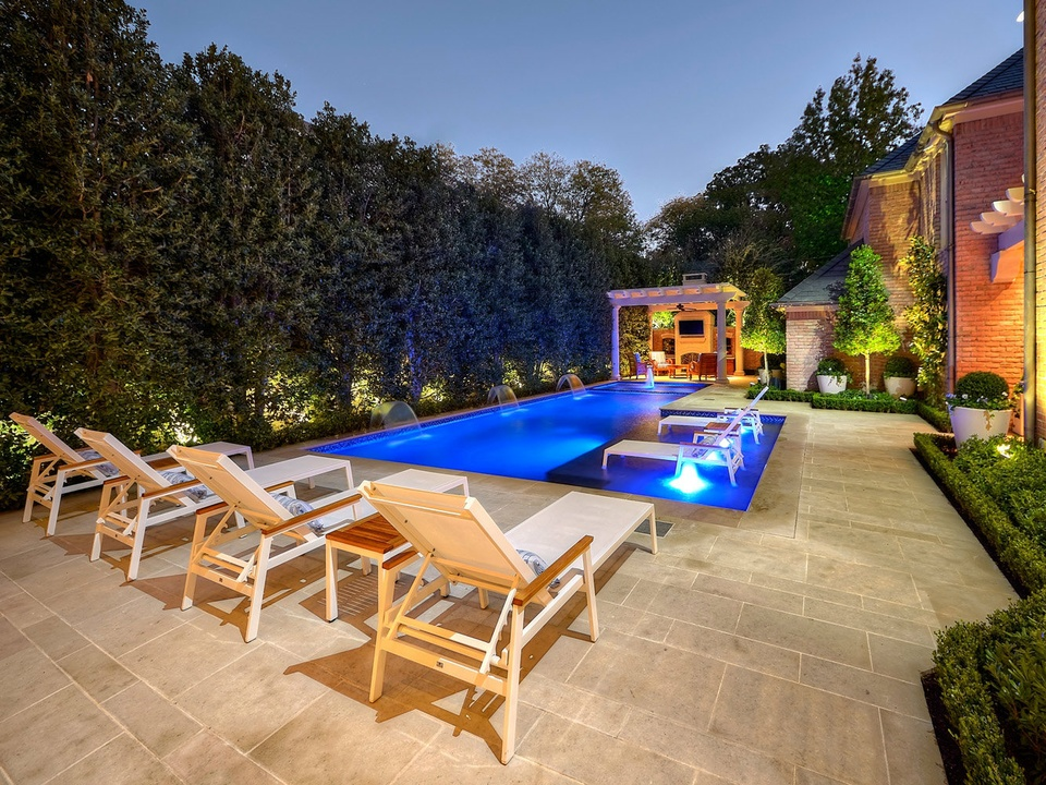Harold Leidner private pool backyard in Dallas