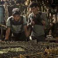 Ki Hong Lee and Dylan O Brien in The Maze Runner 4c374204e4
