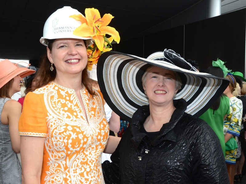 Roses In Garden: Slideshow: Mayor Steals The Show In Umbrella-size Hat, But