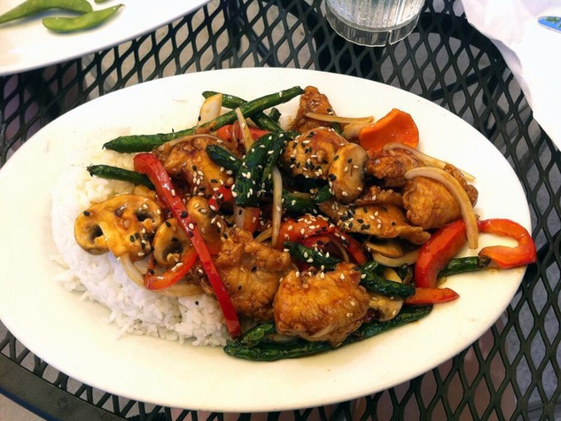 Mama Fu's sesame chicken with vegetables
