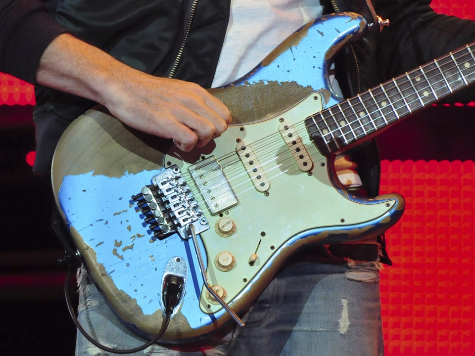 Maroon 5 RodeoHouston rodeo concert guitar March 2014