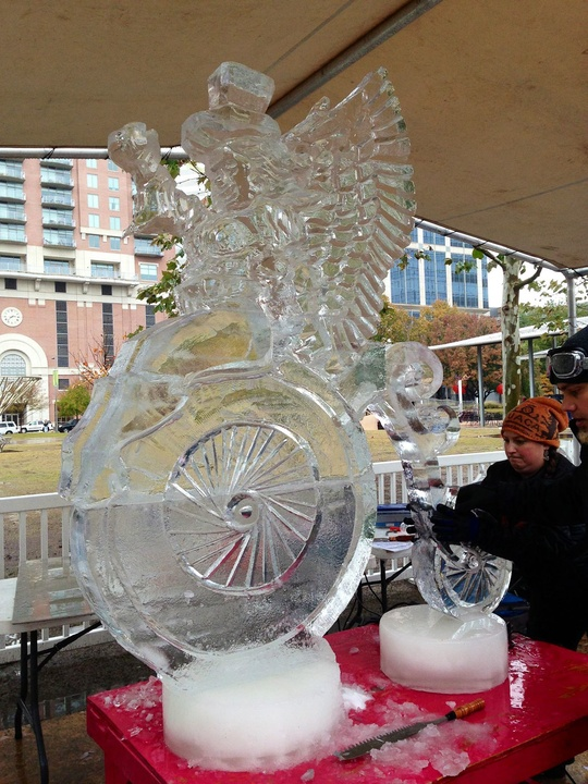 8, Discovery Green, ice carving contest, Max Zuleta of Zion, Illinois