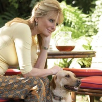 News_Cheryl Tiegs_with dog