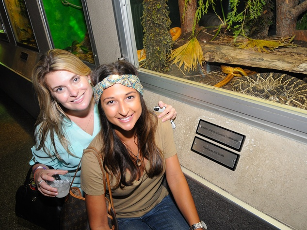 9917 Ari Tafreshi, left, and Lauren Burgess at the Scales and Cocktails Houston Zoo Flock event