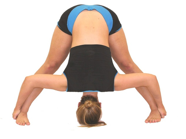News_Bikram Yoga_girl_position