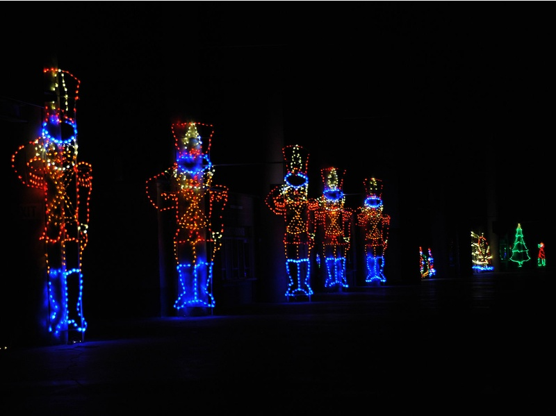 Slideshow spectacular holiday show lights up the track at for Holiday inn near texas motor speedway