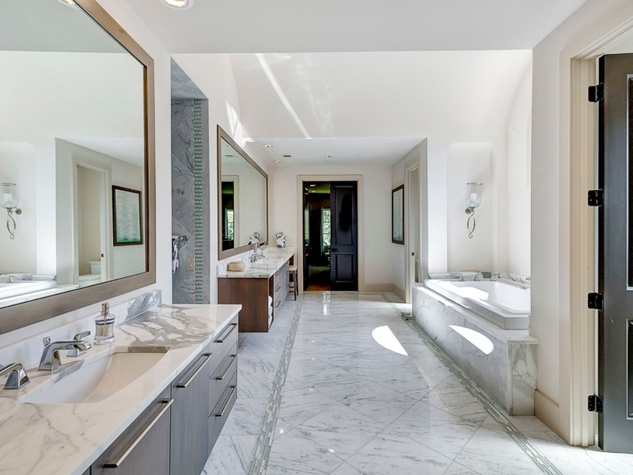 Master bath at 3417 Villanova in Dallas