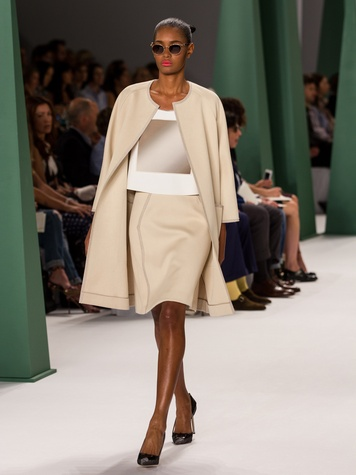 Fashion Week spring 2015 Carolina Herrera beige