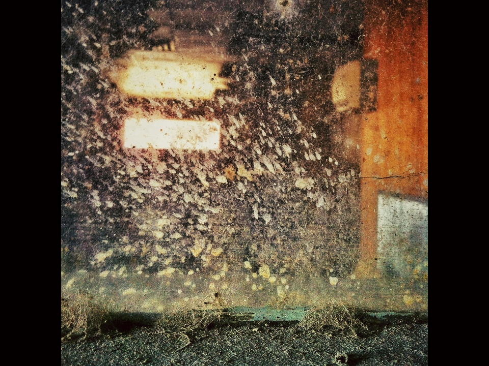 News_iPhone photography_Joey Garcia_grungy window