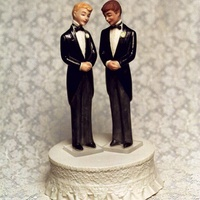 News_gay marriage_gay cake topper