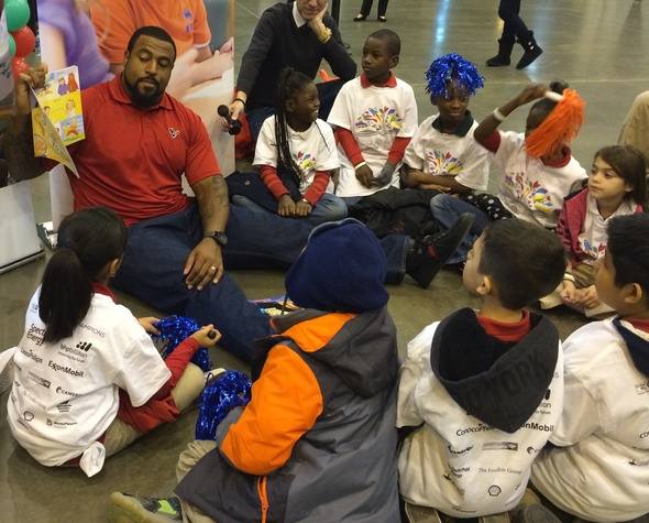 Houston Texans Duane Brown reads to kids at reading rally