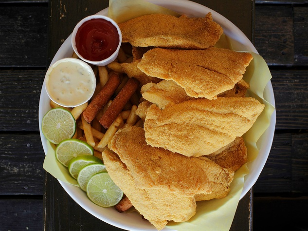 Can 39 t make it to the beach these dallas restaurants bring for Fried fish sandwich near me