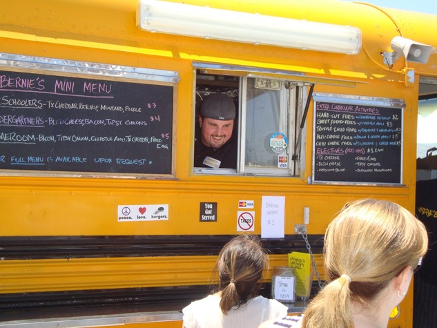 News_Bernie's Burger Bus_food truck