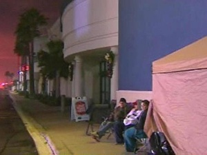 Best Buy, Black Friday, family camping out, November 2012