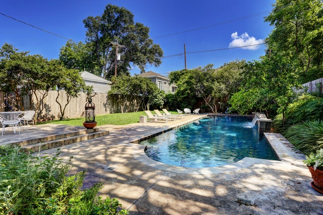 18 On the Market 636 W. Alabama St. June 2014 pool