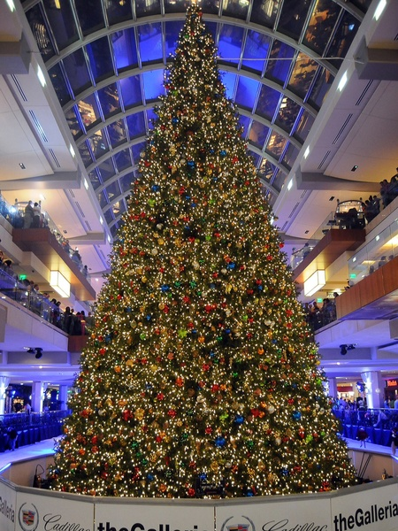 See The Galleriau0027s Massive Christmas Tree Get Decorated In 25 Seconds    CultureMap Houston