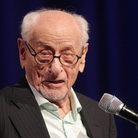 Actor Eli Wallach giving a speech in 2013
