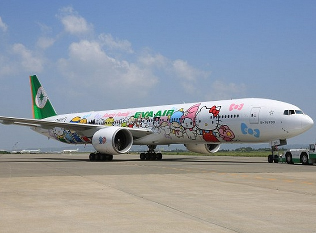 Hello Kitty EVA Airlines jet exterior