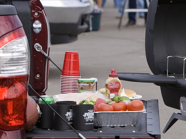 News_Tailgate_tailgating_barbecue grill