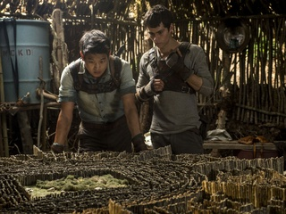 Ki Hong Lee and Dylan O'Brien in The Maze Runner