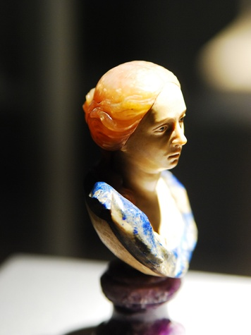 Houston Museum of Natural Science, Gems of Medici, woman, December 2012