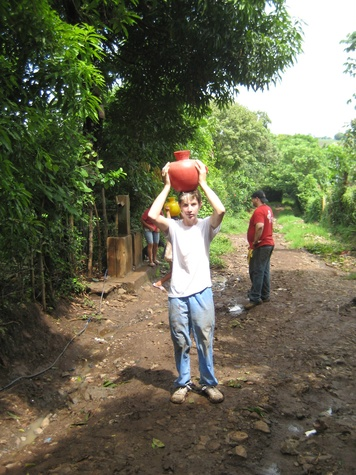 Child volunteering in El Salvador