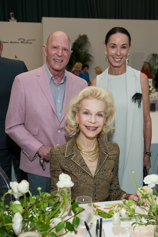 Lester Smith, Sue Smith, Lynn Wyatt at Oscar de la Renta fashion show at MFAH
