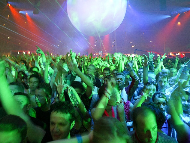 News_Rant_Douglas Newman_Concert crowd_blurred_with lights