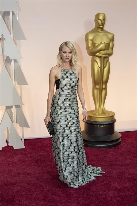 Naomi Watts on red carpet at Oscars