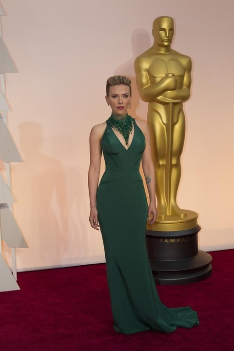 Scarlett Johansson on red carpet at the Oscars