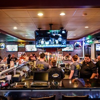 Pluckers Wing Bar Houston November 2013 interior with crowd