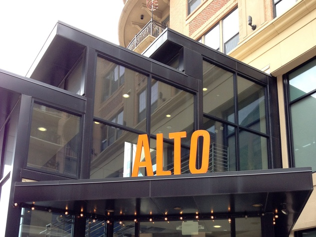 Alto Pizzeria, new sign