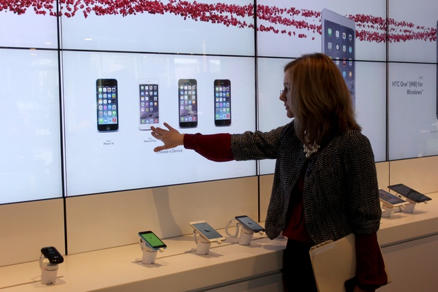 Interactive Screen at Verizon at BLVD Place