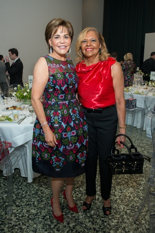 Hallie Vanderhider, Yvonne Cormier at Oscar de la Renta fashion show at MFAH