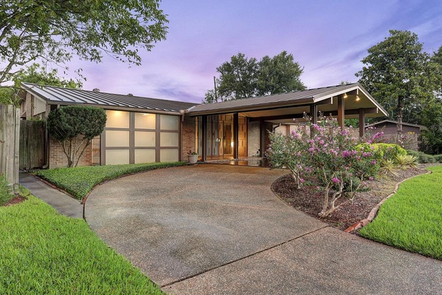 Mid Century Modern House Brings Award Winning Style To The